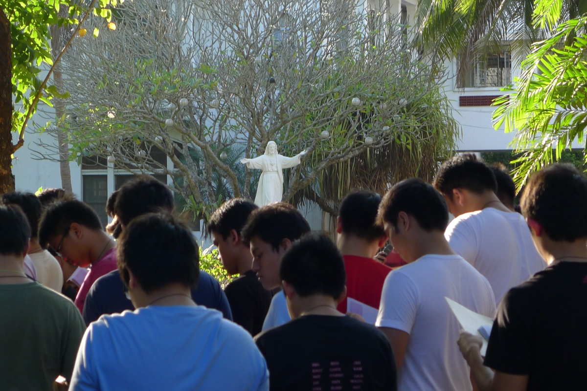 Ateneo High School students pray to the Most Important Person in their lives