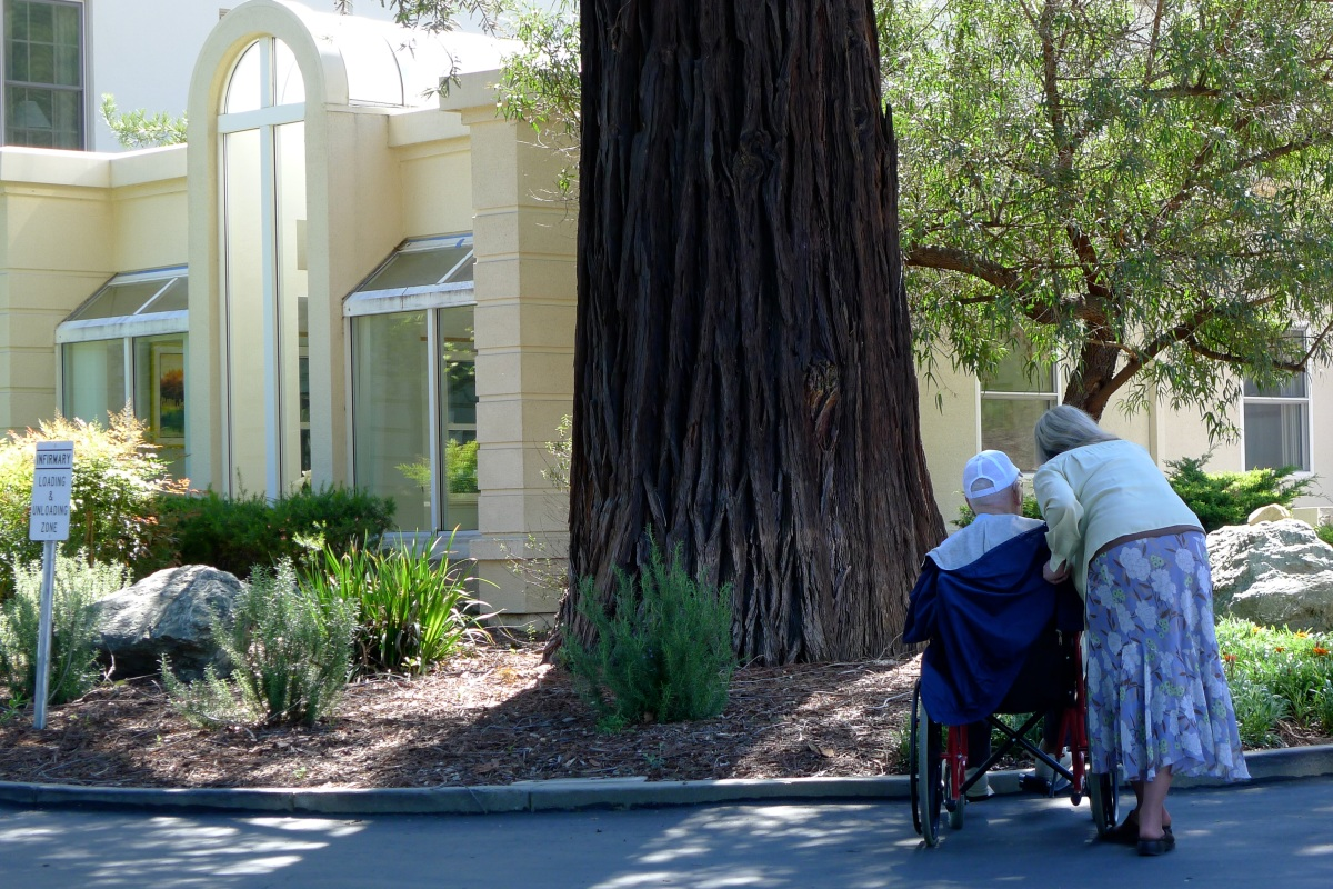An aging and sick Jesuit is visited by her sister at Los Gatos, CA. Photo: Fr. Jboy Gonzales SJ