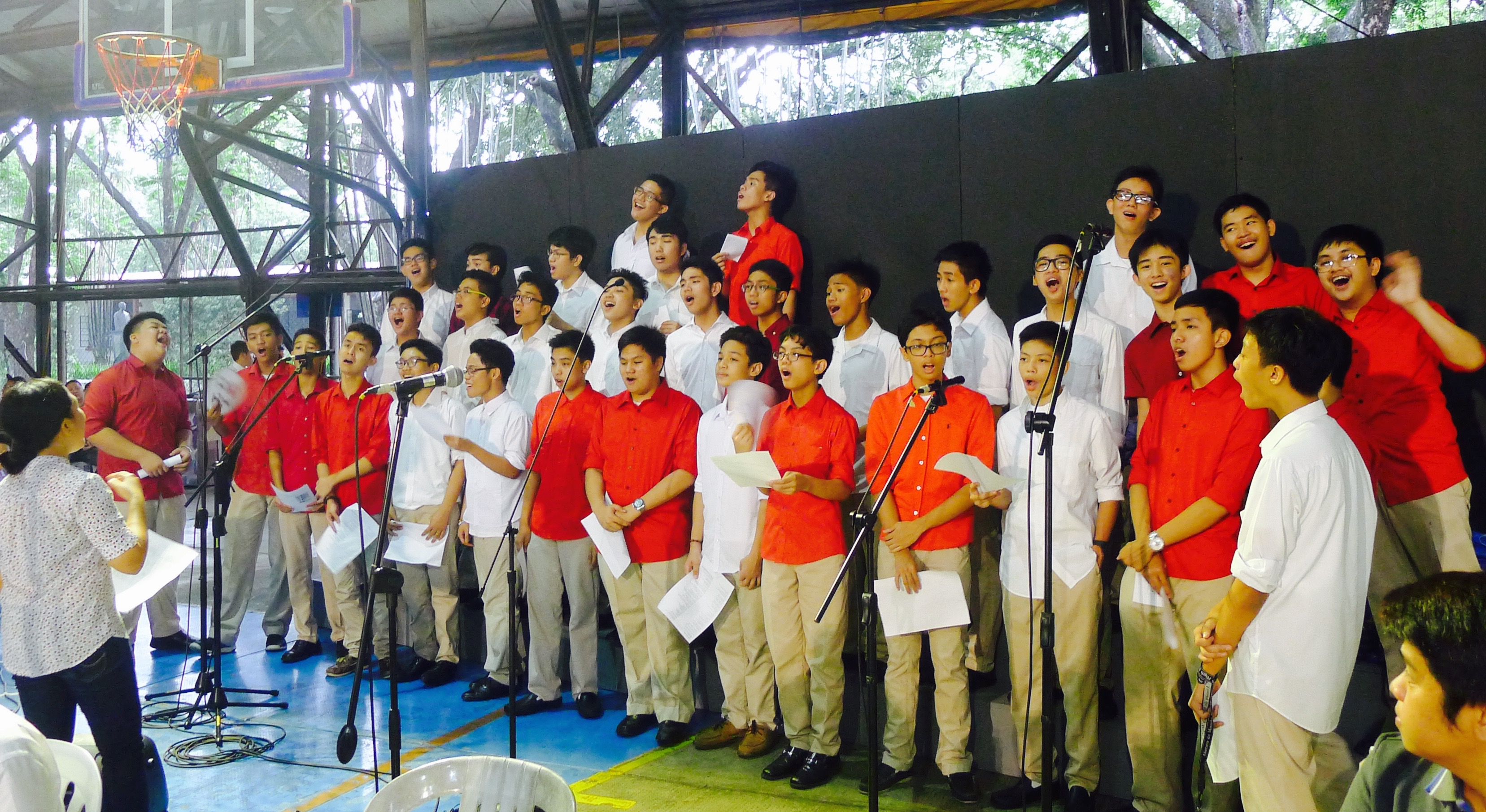 The Ateneo HS Community Choir at the Mass of the Holy Spirit, AHS Covered Courts. 19 June 2015