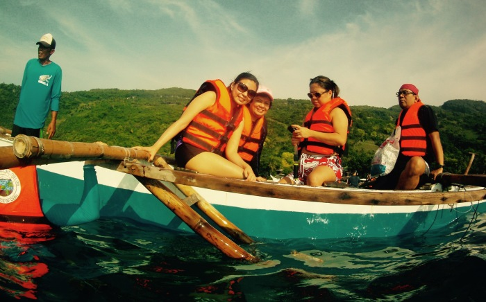 Nina, Tes, Pinky, and Paul opted to watch the butanding in the boat, while the rest of us went in the water. Oslob, Cebu. 23 August 2015. Photo: Fr. Jboy Gonzales SJ